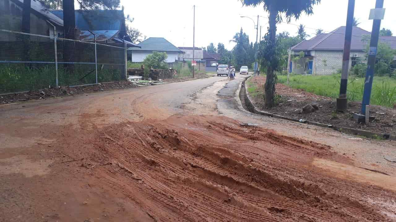 Walikota Keluhkan Aspal Baru Rusak Bekas Galian Pemasangan Pipa Air 1