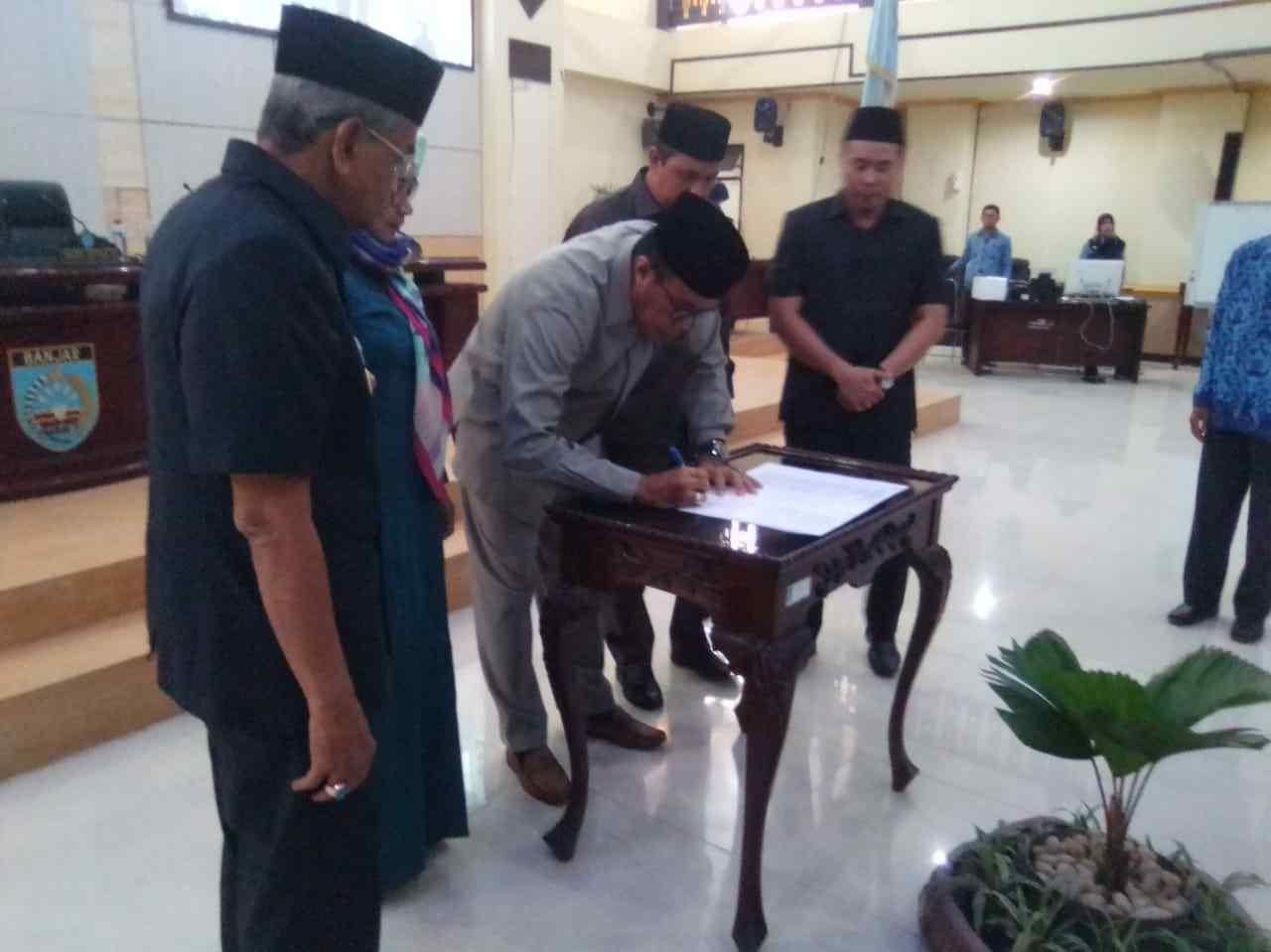 DPRD Kabupaten Banjar Sahkan Perda Tentang Badan Permusyawaratan Desa 1