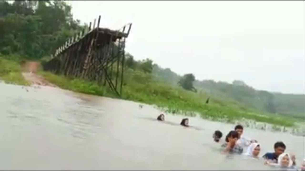 Hilman: 'Negara Juga Harus Adil, Kita Usahakan Jembatan Bisa Diperbaiki' 3