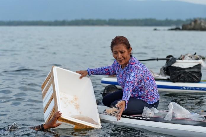 Menteri Susi Lepas Liarkan Benih Lobster Sambil Berenang di Laut Natuna 3