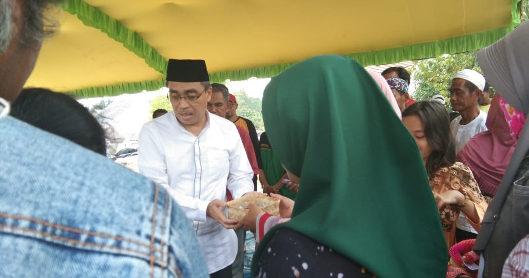 Soft Opening Masjid Iqra dan Bagikan Daging Korban dengan Besek Bambu 3