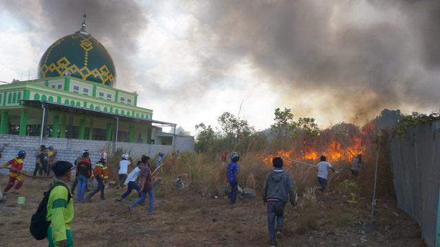 Permukiman dan Mesjid Di Sungai Ulin Nyaris dilalap api 1