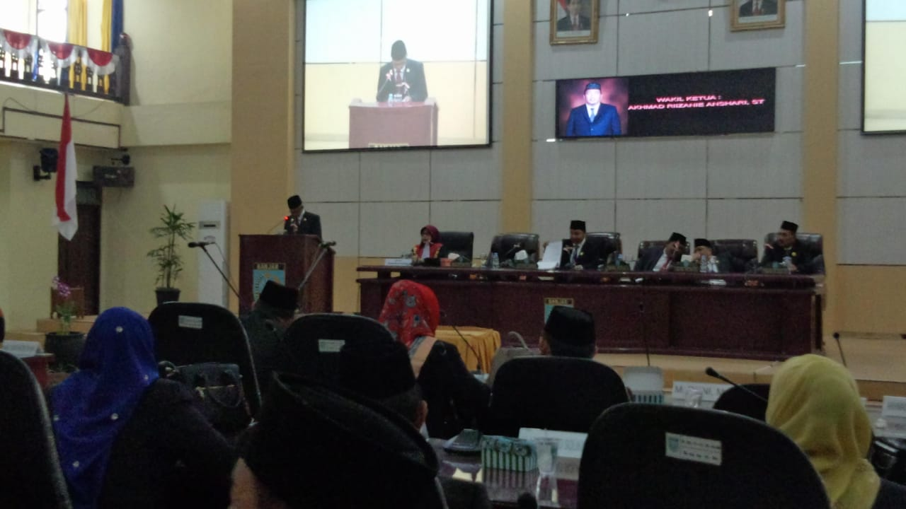 Sempat Diwarnai WO, Paripurna DPRD Banjar Tetapkan Pimpinan Komisi 1