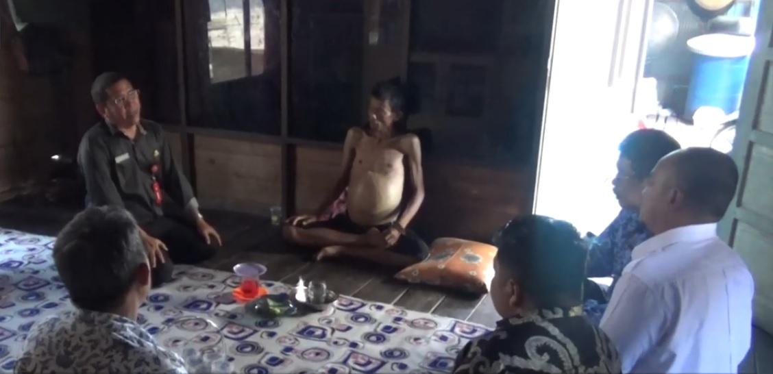 Kunjungi Penderita Tumor Warga Desa Keramat Baru, Rofiqi Merasa Prihatin 3