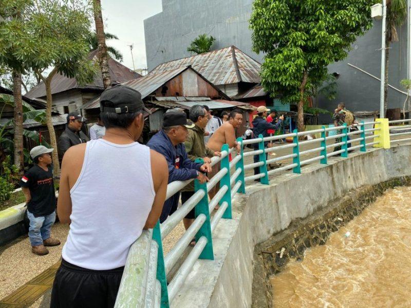 Nadjmi Adhani Walikota Banjarbaru Pantau Sungai Kemuning Sempat Meluap Akibat Hujan Deras