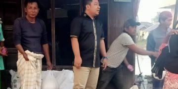 Salurkan Sembako Pada Warga, Ketua DPRD Banjar Harapkan PSBB Tak Dilaksanakan 3