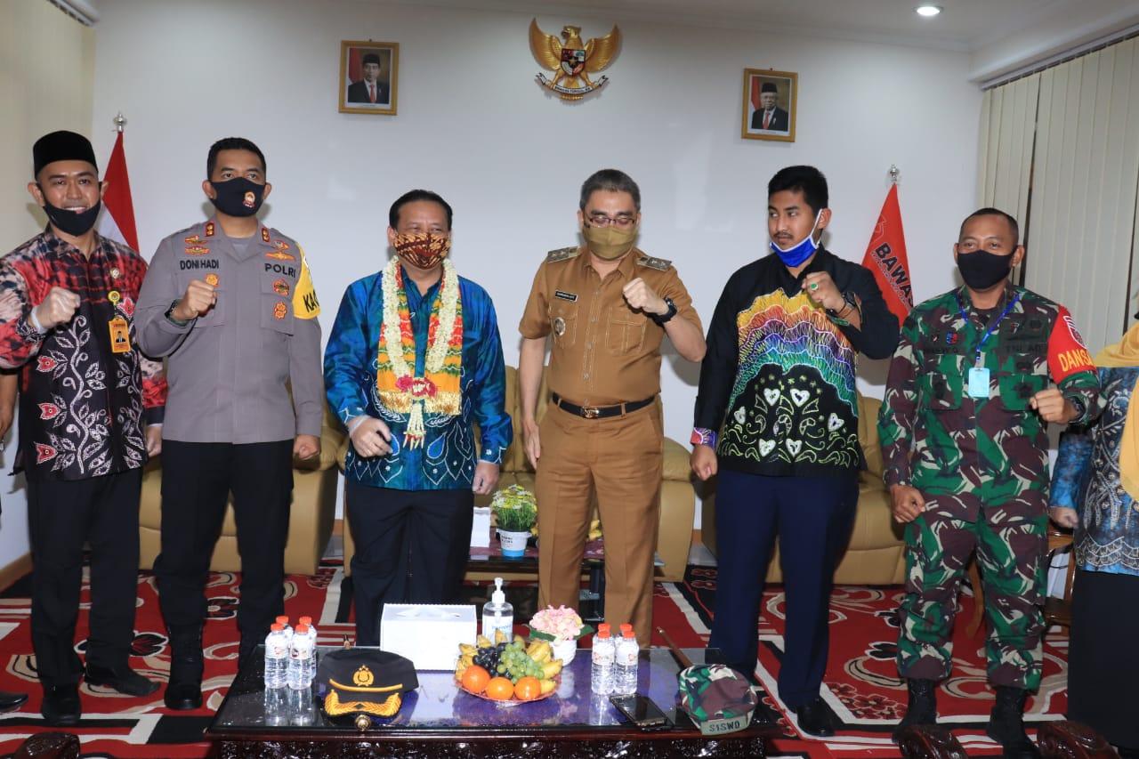 Sambangi Bawaslu Banjarbaru, ketua Bawaslu RI Pastikan Petugas Pengawas Tidak Berpotensi Menularkan Covid-19 4