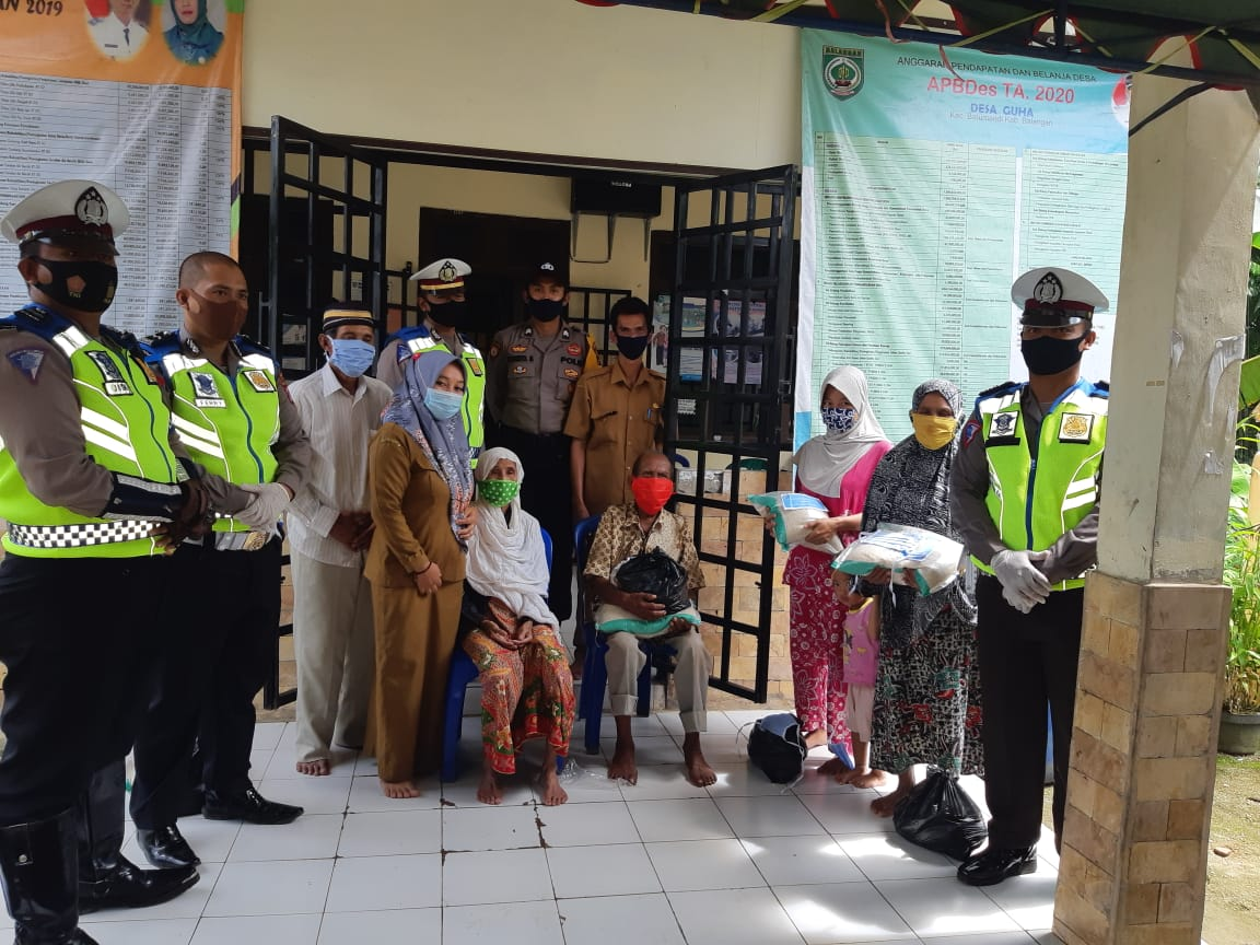 Satlantas Polres Balangan Berikan Bantuan Sembako dan Masker 7