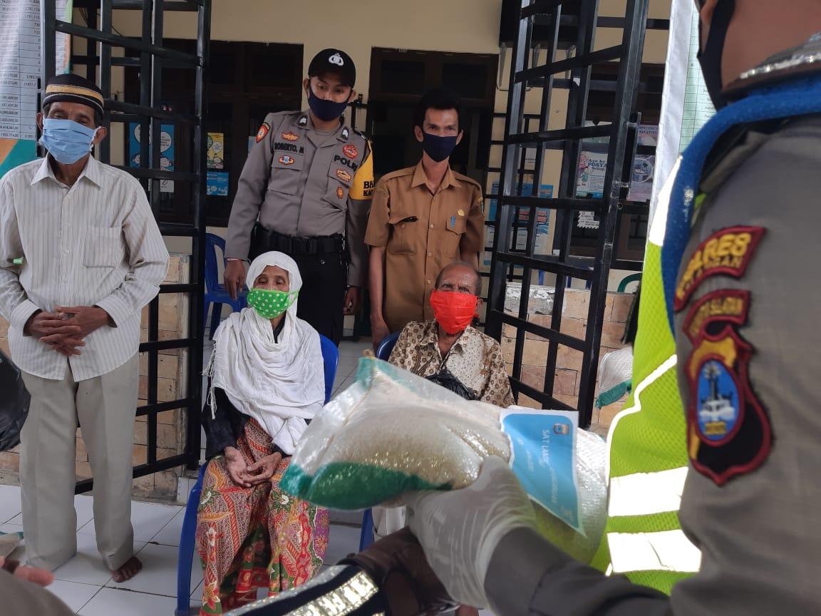 Satlantas Polres Balangan Berikan Bantuan Sembako dan Masker 5