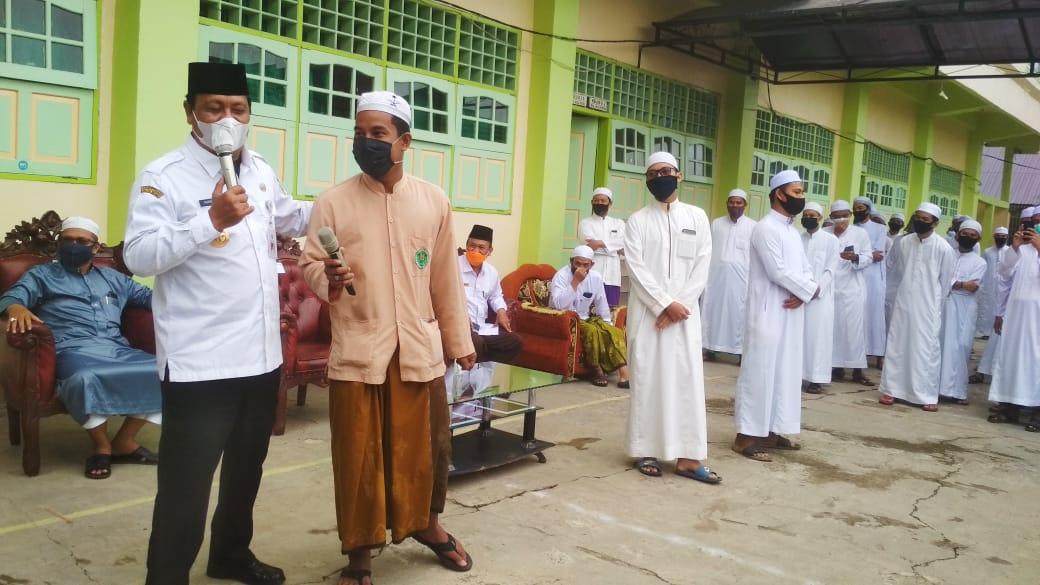 Santri Ponpes Darussalam Dapat Pembagian Masker Dari Gubernur Kalsel 5
